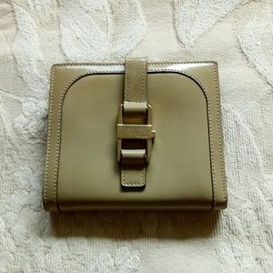 Auth Gucci tan enamel leather wallet